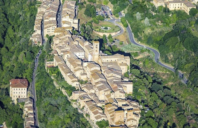 vista aerea visit colledivaldelsa borgo medievale toscana