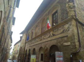 museo del cristallo palazzo dei priori visit colle di val d elsa borgo medievale toscana