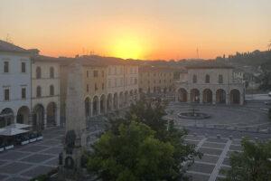 piazza arnolfo di cambio visit colledivaldelsa borgo medievale toscana