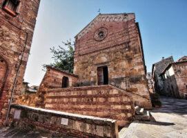 piazza canonica visit colledivaldelsa borgo medievale toscana