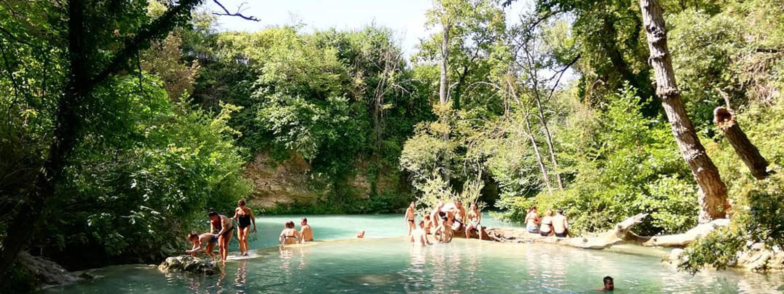bagnanti parco fluviale dell elsa sentierelsa visit colle di val d elsa borgo medievale toscana