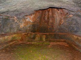 Parco Archeologico di Dometaia tomba modesta visit Colle di Val dElsa borgo medievale Toscana
