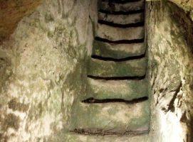 Parco Archeologico di Dometaia tomba scale visit Colle di Val dElsa borgo medievale Toscana