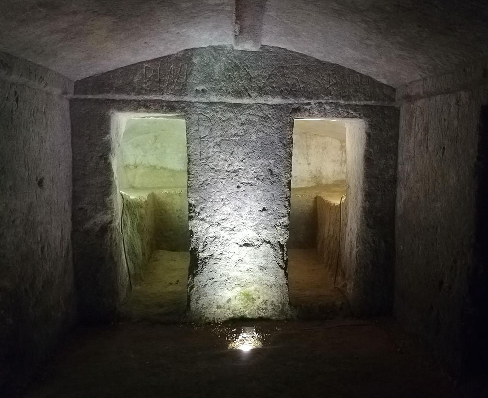 Parco Archeologico di Dometaia tombe visit Colle di Val dElsa borgo medievale Toscana
